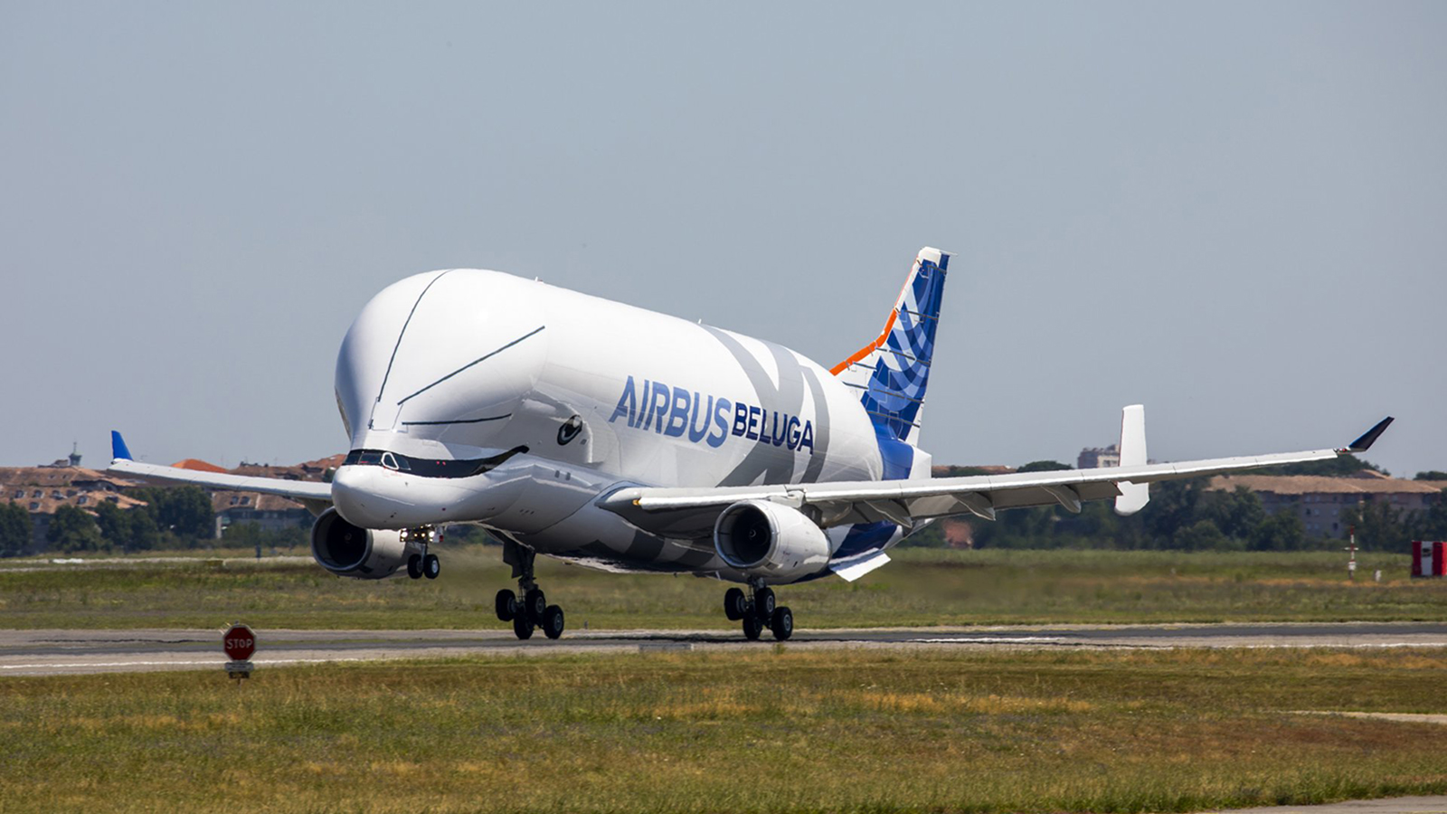 BelugaXL completes first test flight in France