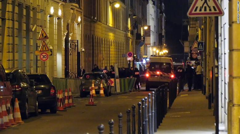 Thieves take millions in jewels from Paris' Ritz Hotel